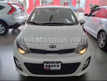 Foto venta Auto usado Kia Rio Hatchback EX (2017) color Blanco precio $199,000