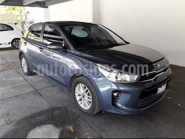 Foto venta Auto Seminuevo Kia Rio Hatchback EX (2018) color Azul Gris precio $250,000
