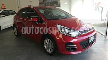 Foto venta Auto usado Kia Rio Hatchback EX (2017) color Rojo precio $215,000