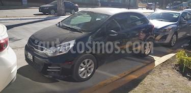 Foto venta Auto usado Kia Rio Hatchback EX (2017) color Negro precio $180,000