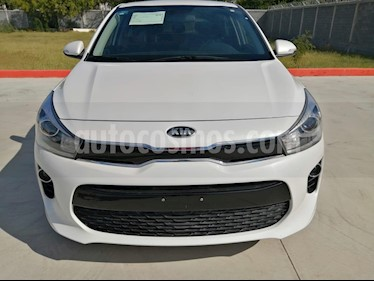Foto Kia Rio Hatchback EX usado (2018) color Blanco precio $220,000