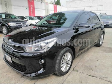 Foto Kia Rio Hatchback EX usado (2018) color Negro precio $249,000