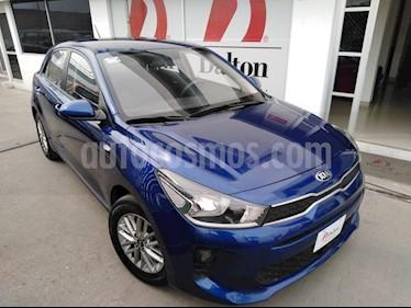 Foto venta Auto Seminuevo Kia Rio Hatchback L (2018) color Azul precio $219,000