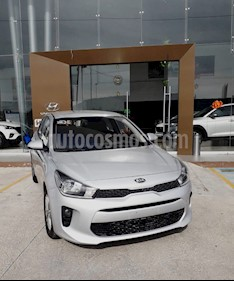 Foto Kia Rio Hatchback LX Aut usado (2018) color Plata precio $190,000