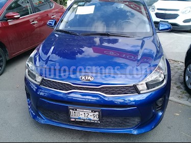 Foto venta Auto Seminuevo Kia Rio Hatchback LX (2018) color Azul precio $205,000