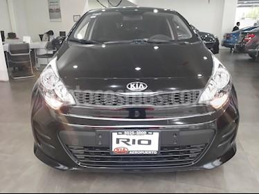 Foto venta Auto Seminuevo Kia Rio Hatchback LX (2016) color Negro