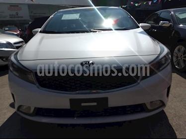 Foto venta Auto usado Kia Rio Hatchback LX (2017) color Blanco precio $215,000