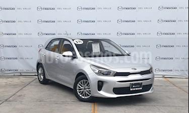 Foto venta Auto usado Kia Rio Hatchback LX (2018) color Plata precio $209,000