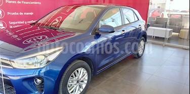 Foto Kia Rio Hatchback EX usado (2020) color Azul precio $277,000