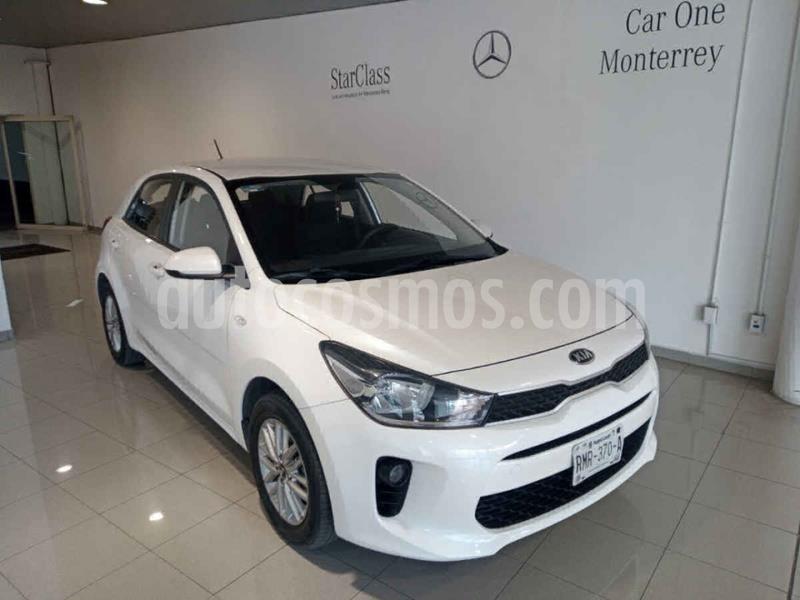 Kia Rio Hatchback EX Aut usado (2018) color Blanco precio $215,000