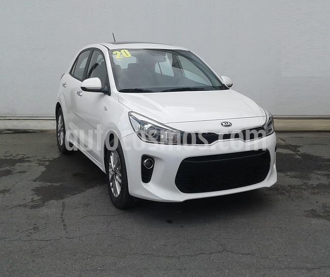 Foto Kia Rio Hatchback EX usado (2020) color Blanco precio $295,000
