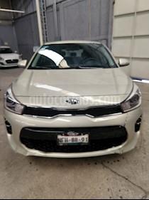 Kia Rio Hatchback EX usado (2018) color Gris Urbano precio $210,000