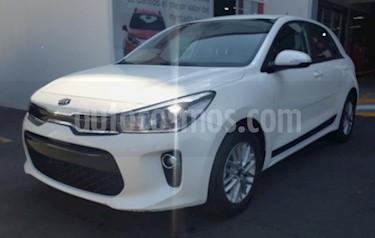 Foto Kia Rio Hatchback EX usado (2018) color Blanco Nieve precio $240,000