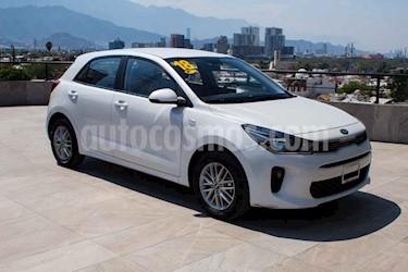Kia Rio Hatchback LX Aut usado (2018) color Blanco precio $209,700