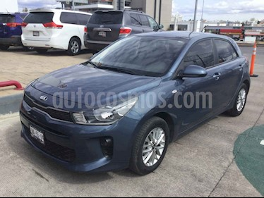 Kia Rio Hatchback L usado (2018) color Azul precio $210,000