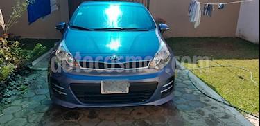 Kia Rio Hatchback EX usado (2017) color Azul precio $180,000