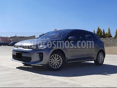 Kia Rio Hatchback LX usado (2019) color Gris Urbano precio $235,000