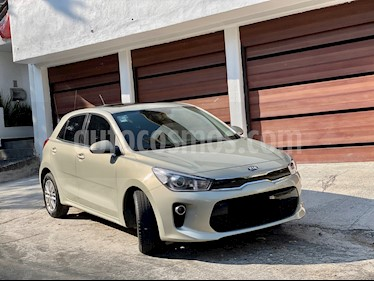 Kia Rio Hatchback EX usado (2018) color Bronce precio $229,999