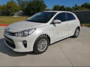 Kia Rio Hatchback EX usado (2018) color Blanco precio $220,000