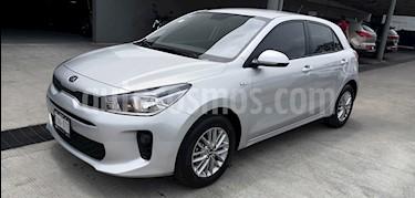 Kia Rio Hatchback LX usado (2018) color Plata precio $195,000