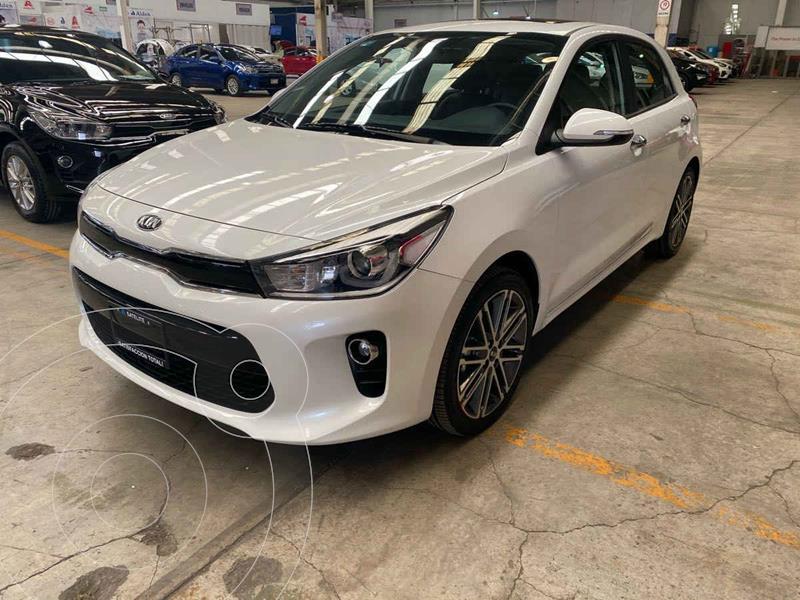 Kia Rio Hatchback EX Pack Aut usado (2020) color Blanco precio $320,000