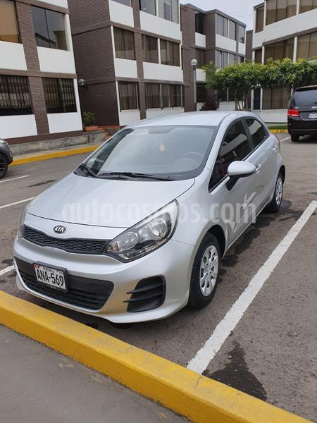 KIA Rio Hatchback 1.4 LX Full Aut usado (2015) color Plata Brillante precio u$s10,990