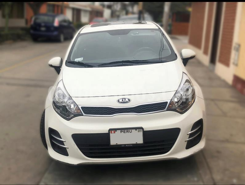 KIA Rio Hatchback 1.4 EX Full Aut Plus  usado (2015) color Blanco precio u$s11,500
