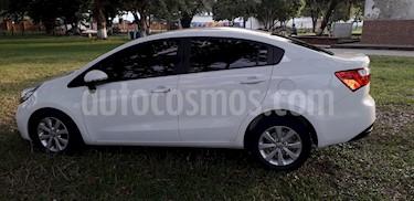 KIA Rio Sedan 1.4L  usado (2014) color Blanco precio $30.500.000