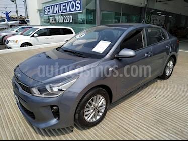 Foto venta Auto usado Kia Rio Sedan 4p LX L4/1.6 Man (2018) color Gris precio $215,000
