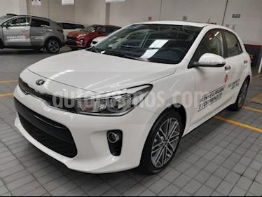 Foto venta Auto usado Kia Rio Sedan 5p EX L4/1.6 Aut Pack (2020) color Blanco precio $309,000
