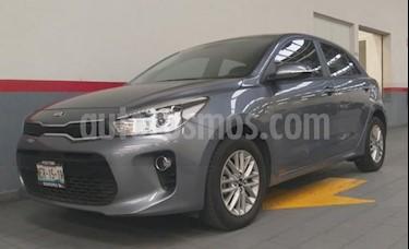 Foto venta Auto usado Kia Rio Sedan 5p EX L4/1.6 Aut (2018) color Gris precio $243,000