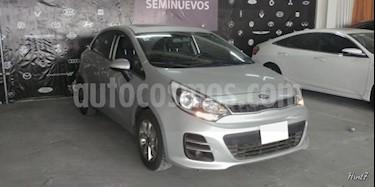 Foto venta Auto usado Kia Rio Sedan 5p EX L4/1.6 Man (2016) color Plata precio $187,000
