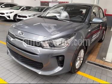 Foto venta Auto usado Kia Rio Sedan 5p LX L4/1.6 Aut (2019) color Amarillo precio $250,000
