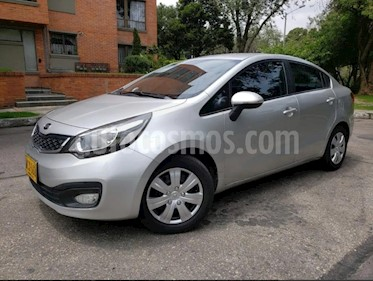 KIA Rio Sedan 1.4L usado (2013) color Plata precio $29.900.000