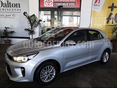 Foto venta Auto usado Kia Rio Sedan EX Aut (2018) color Plata precio $249,000