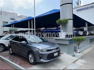 Foto venta Auto usado Kia Rio Sedan EX Aut (2018) color Gris precio $239,900