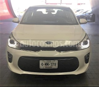 Foto venta Auto Seminuevo Kia Rio Sedan EX (2018) color Blanco precio $269,900