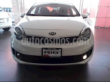 Foto venta Auto Seminuevo Kia Rio Sedan EX (2017) color Blanco