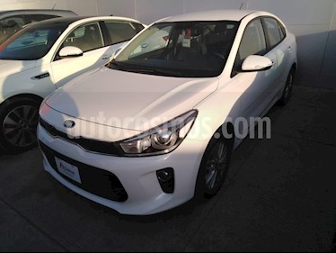 Foto venta Auto Seminuevo Kia Rio Sedan EX (2018) color Blanco precio $239,000
