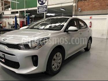 Foto venta Auto usado Kia Rio Sedan LX Aut (2018) color Plata precio $169,000