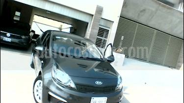 Foto venta Auto usado Kia Rio Sedan LX (2017) color Grafito precio $273,500