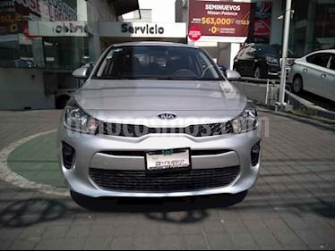 Kia Rio Sedan L Aut usado (2018) color Plata precio $235,000