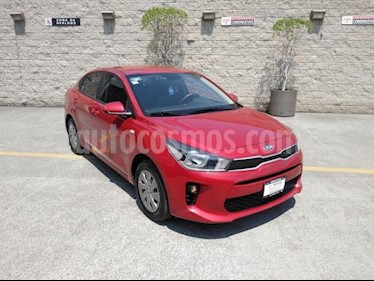 Kia Rio Sedan 4P L AT VE DEL. R-15 usado (2019) color Rojo precio $210,000