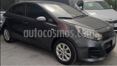 Kia Rio Sedan 5P HB LX TM6 VE DEL. R-15 usado (2017) color Gris precio $169,900