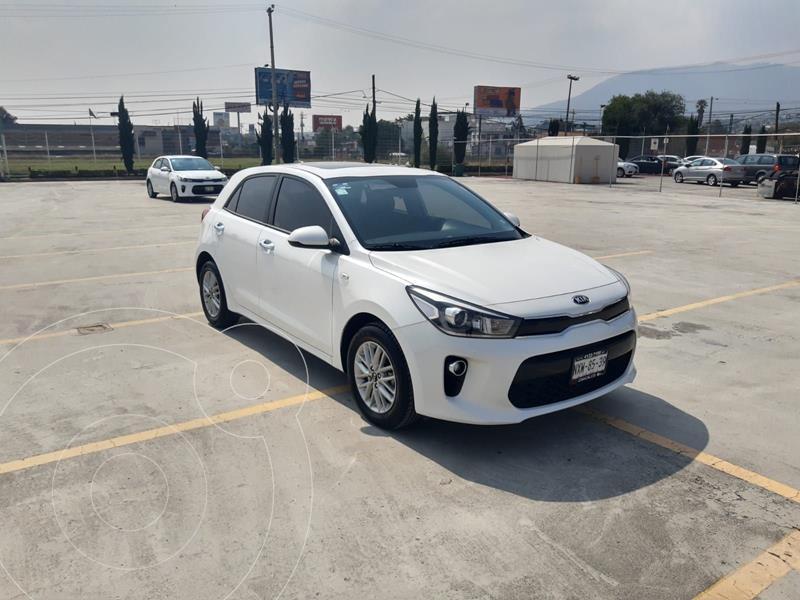 Foto Kia Rio Sedan EX usado (2020) color Blanco precio $285,600