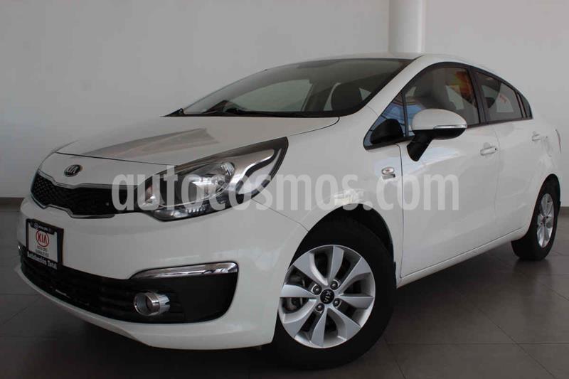 Kia Rio Sedan EX usado (2017) color Blanco precio $205,000