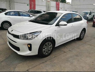Foto Kia Rio Sedan LX Aut usado (2019) color Blanco precio $209,000