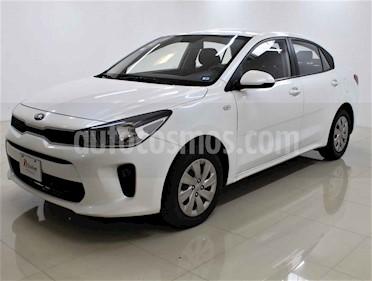 Kia Rio Sedan L Aut usado (2018) color Blanco precio $170,000