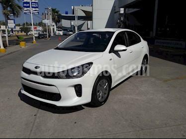 Kia Rio Sedan L Aut usado (2019) color Blanco precio $198,000