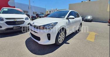 Kia Rio Sedan L usado (2019) color Blanco precio $180,000